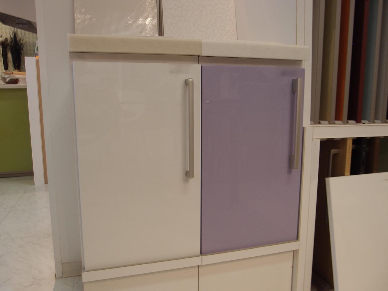 落ち着いた空間と藤色のキッチンが優しい時間を刻む家1