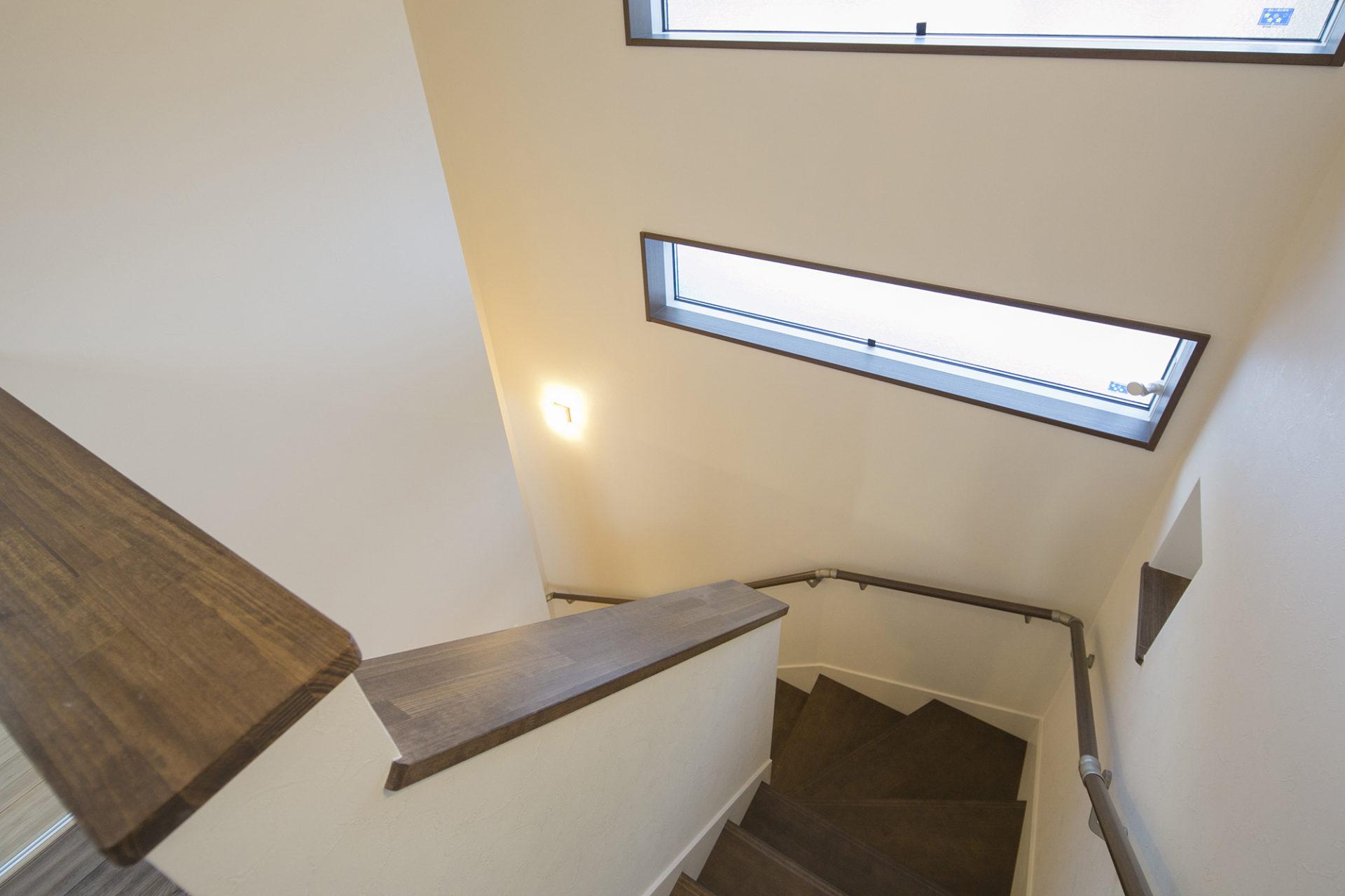 落ち着いた空間と藤色のキッチンが優しい時間を刻む家7