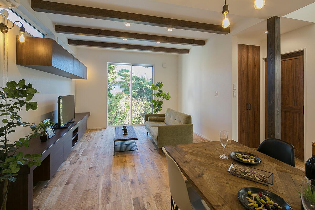 Shiawaseya-中庭が世代の絆をやさしくつなぐ デザイナーズ2世帯住宅