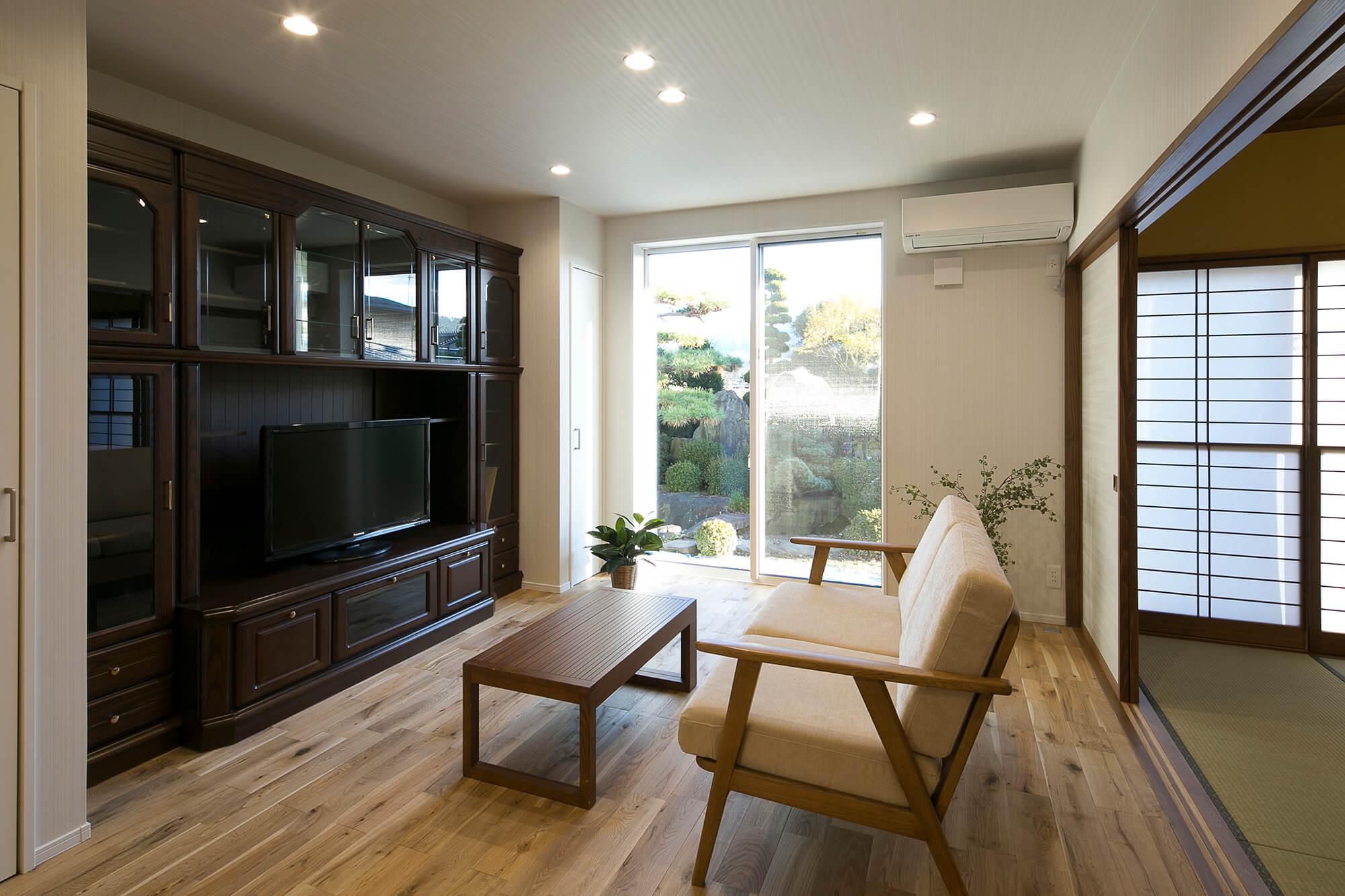 中庭が世代の絆をやさしくつなぐ デザイナーズ2世帯住宅5