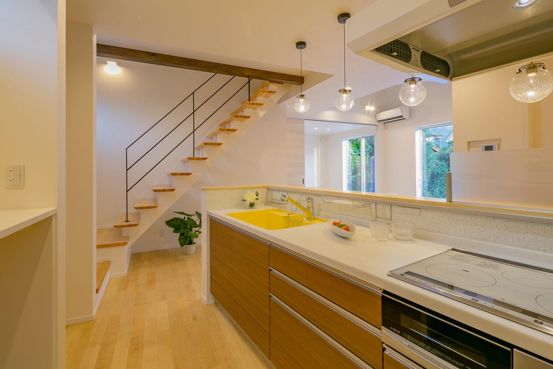 静かにゆっくり流れる時間を愉しむ ななめキッチンの家4