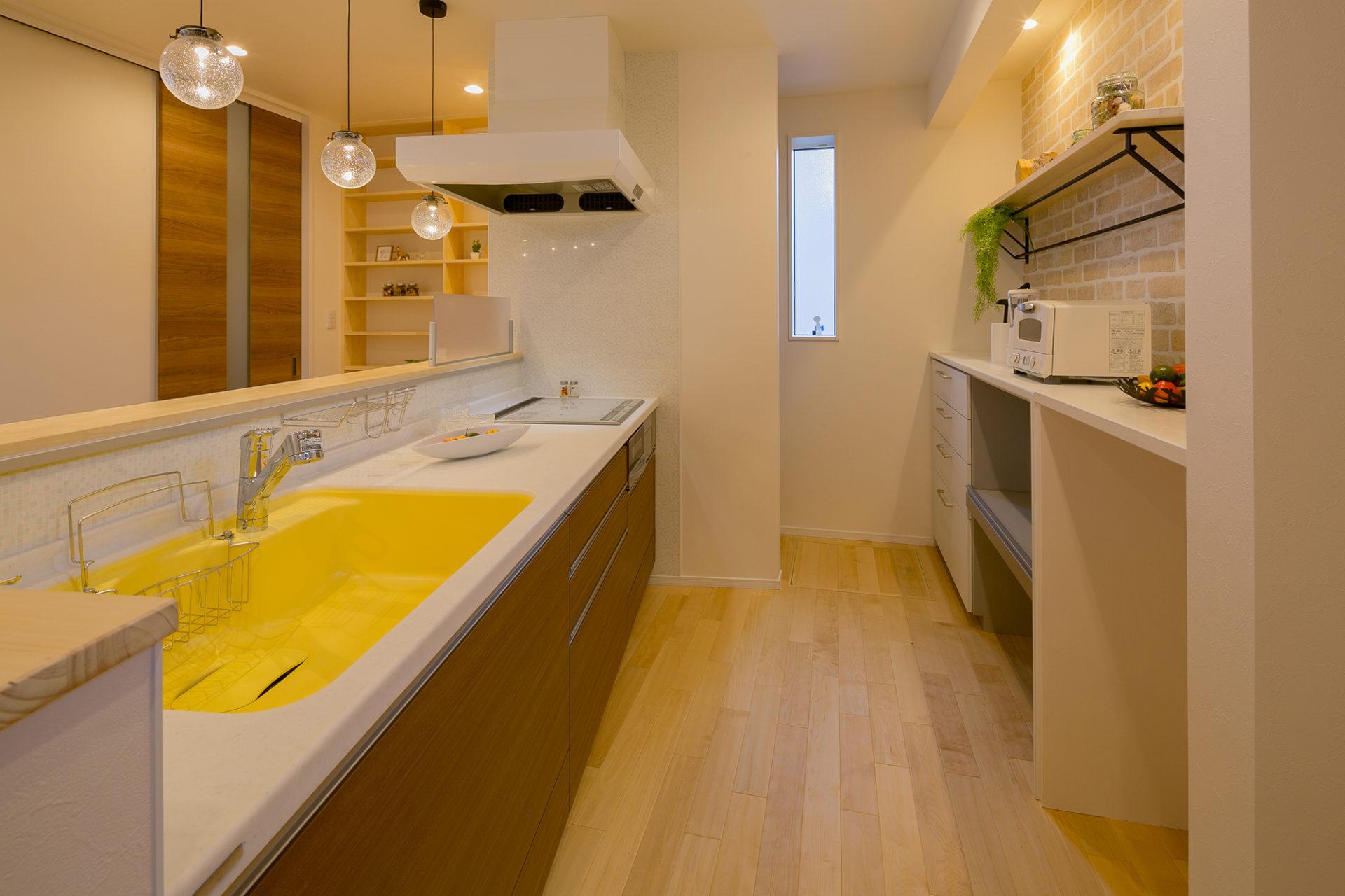 静かにゆっくり流れる時間を愉しむ ななめキッチンの家5