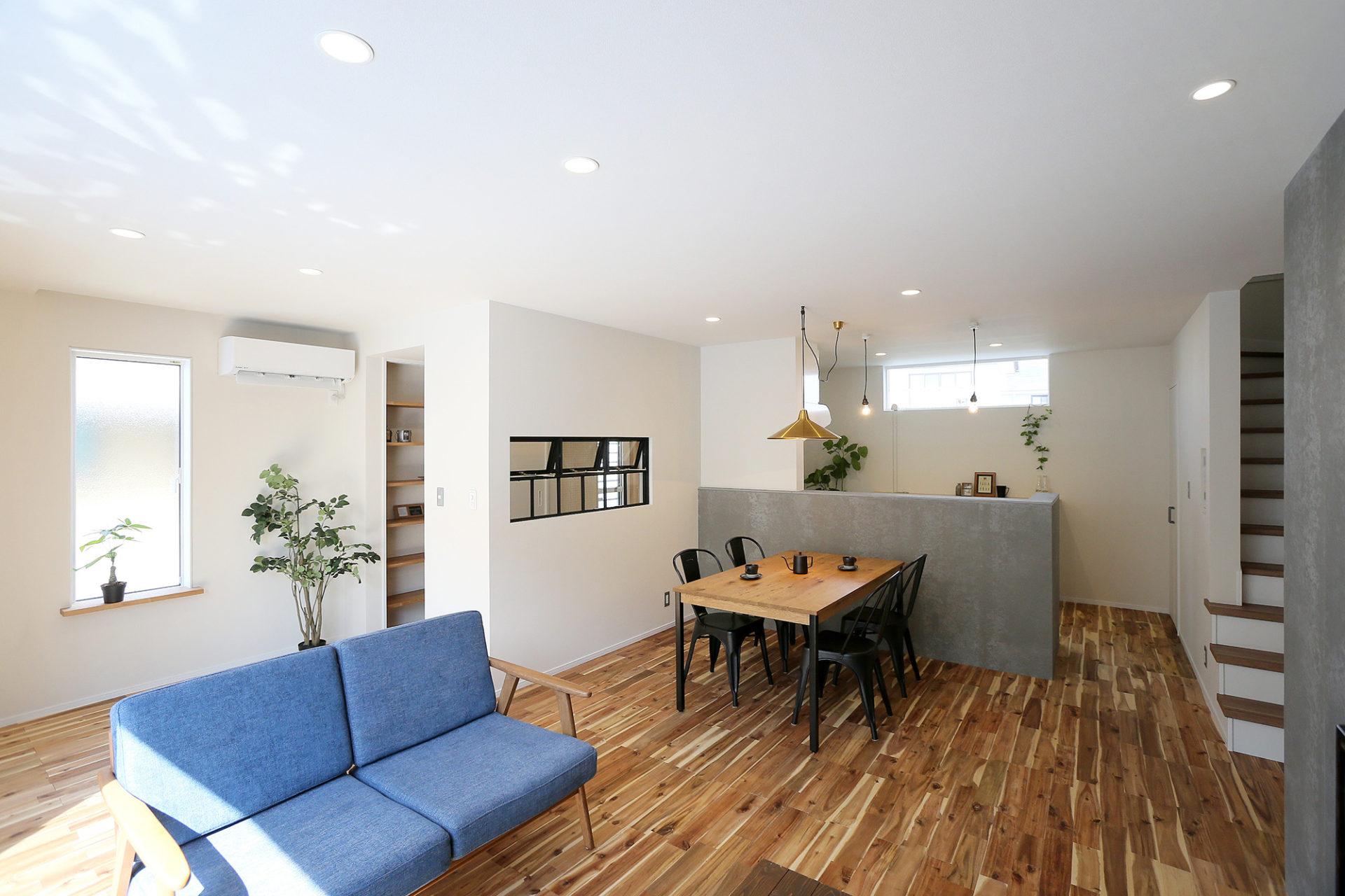 素材感のある すっきりデザインの家2