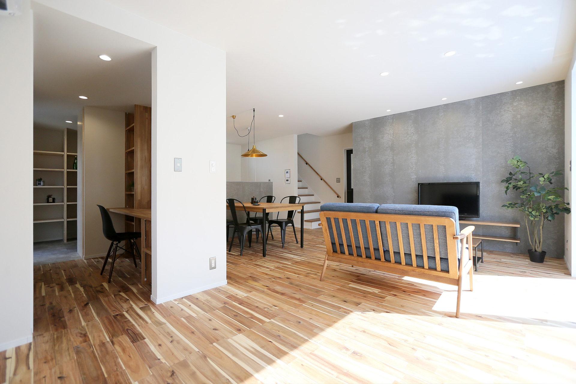 素材感のある すっきりデザインの家3