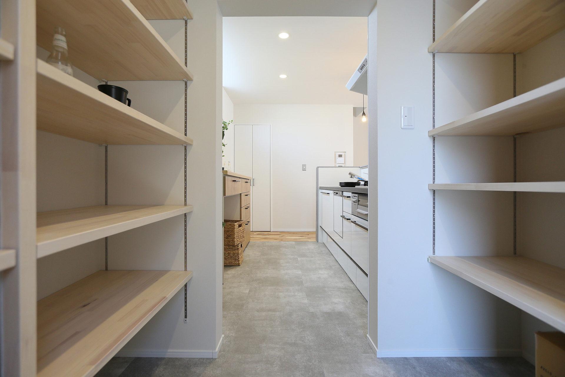 素材感のある すっきりデザインの家4