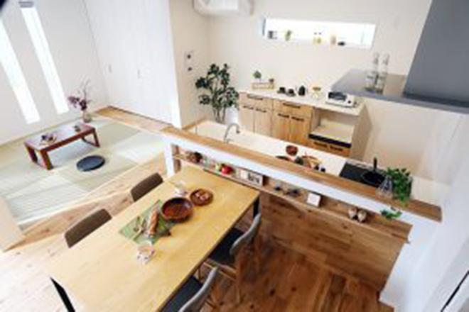落ち着いた空間と藤色のキッチンが優しい時間を刻む家10