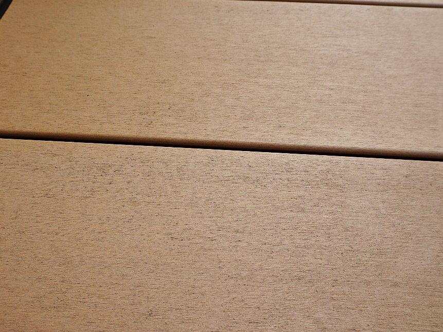 Shiawaseya-デッキの黒い点々(デッキのカビ)