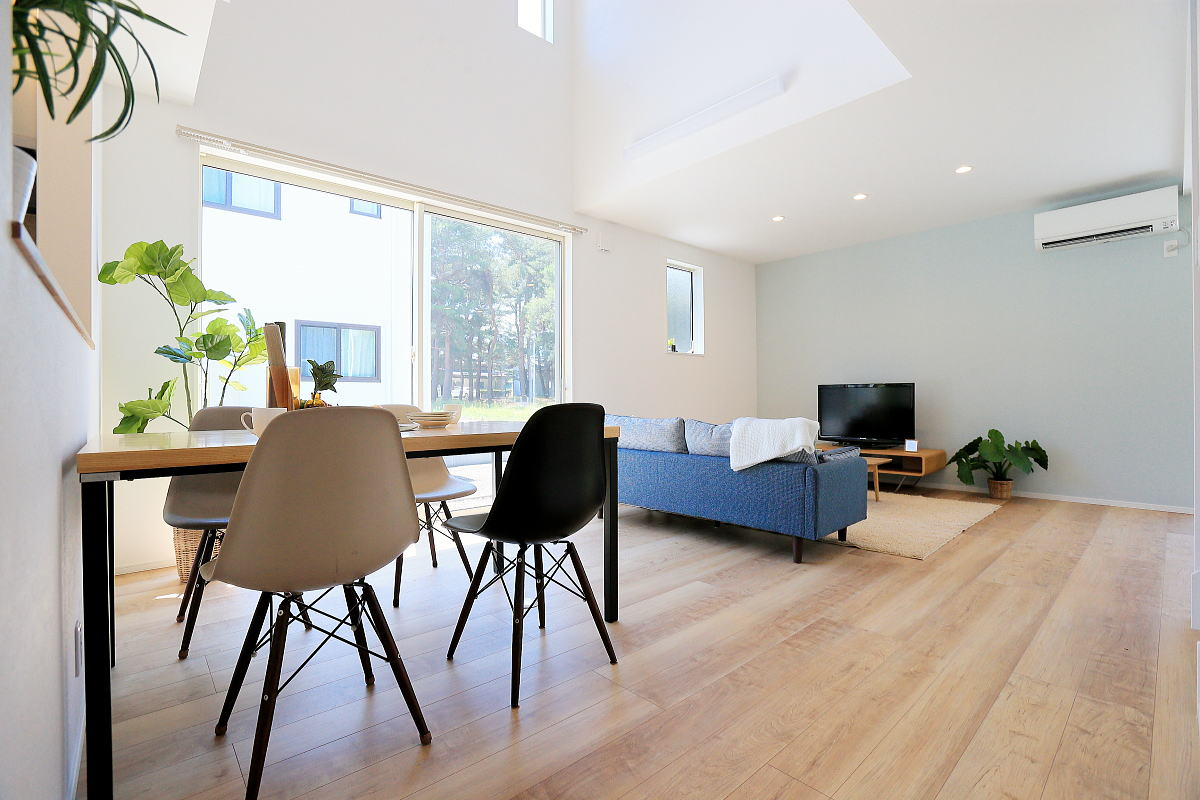 Shiawaseya-色で遊ぶ 爽やかなブルーのかわいい家