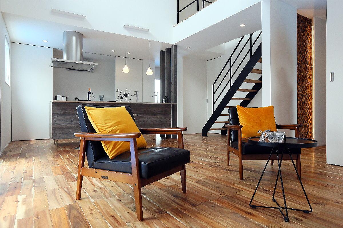 こだわりのキッチンが映える シンプルモダンな千曲市の家2