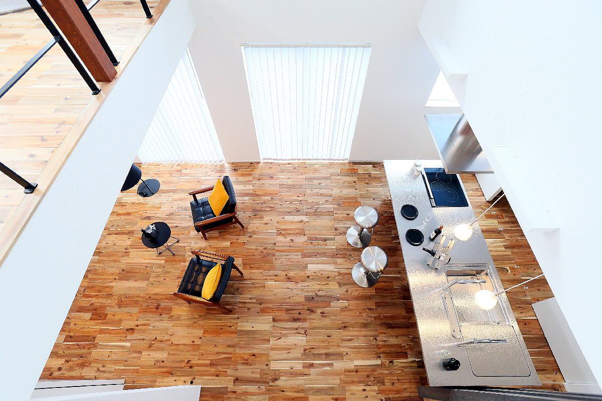 こだわりのキッチンが映える シンプルモダンな千曲市の家4
