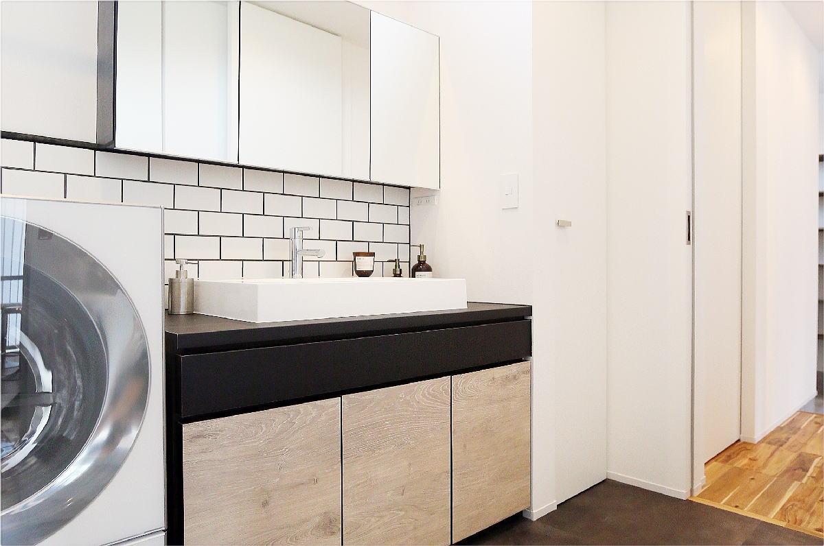 こだわりのキッチンが映える シンプルモダンな千曲市の家5