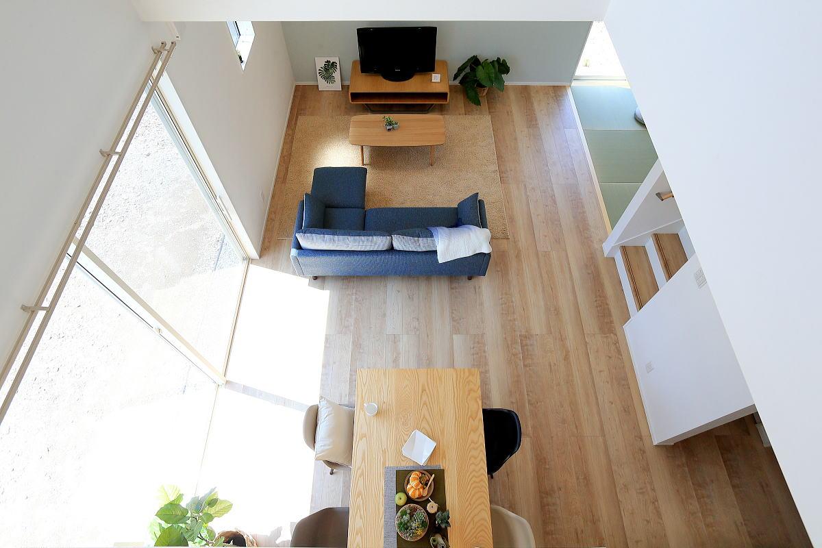 色で遊ぶ 爽やかなブルーのかわいい家6