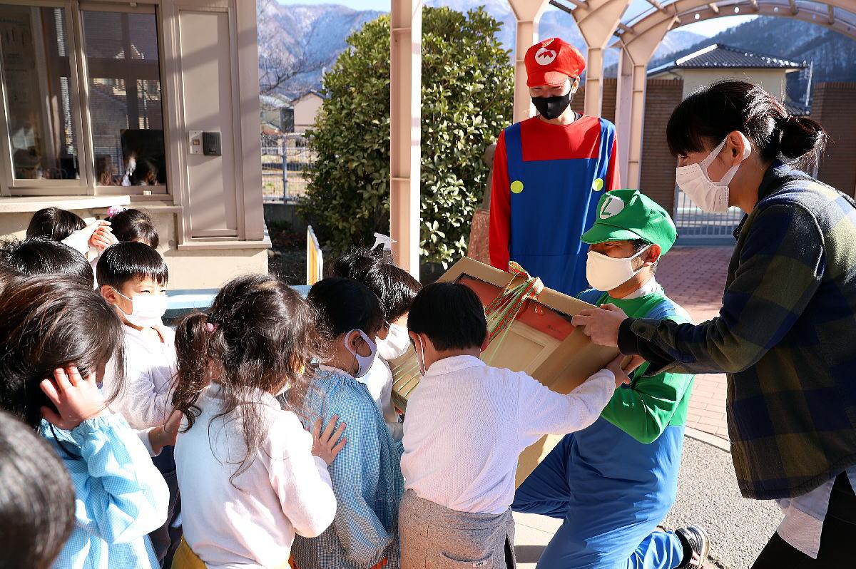 Shiawaseya-地域に感謝の気持ちを込めて!クリスマスプレゼントの寄贈をしました!