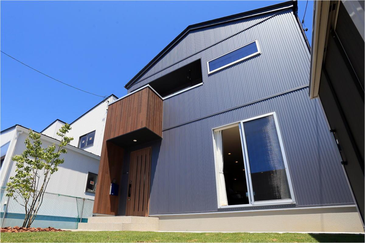 Shiawaseya-素材感を楽しむ大人カッコイイ長野市の家