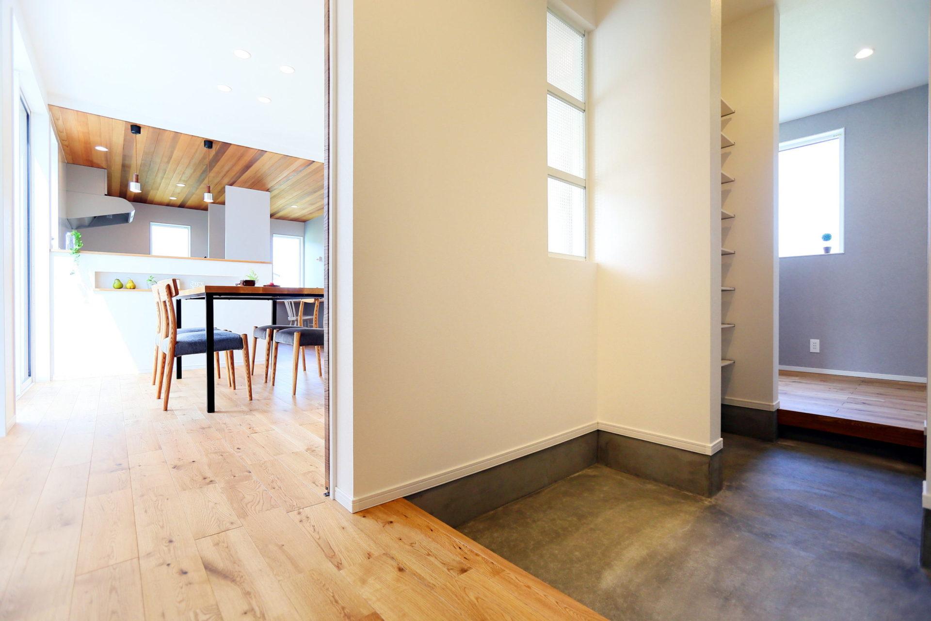 豊かな自然に映える 白い外壁の須坂市の家10