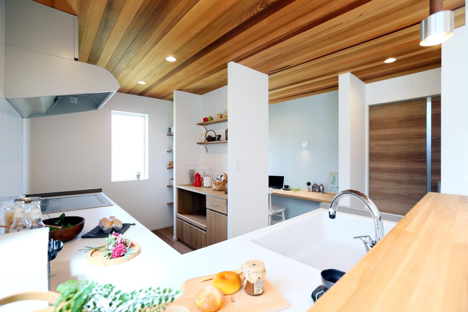 豊かな自然に映える 白い外壁の須坂市の家3