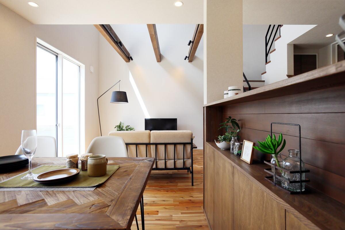 安らぎを感じる 折り返し階段が印象的な長野市の家4