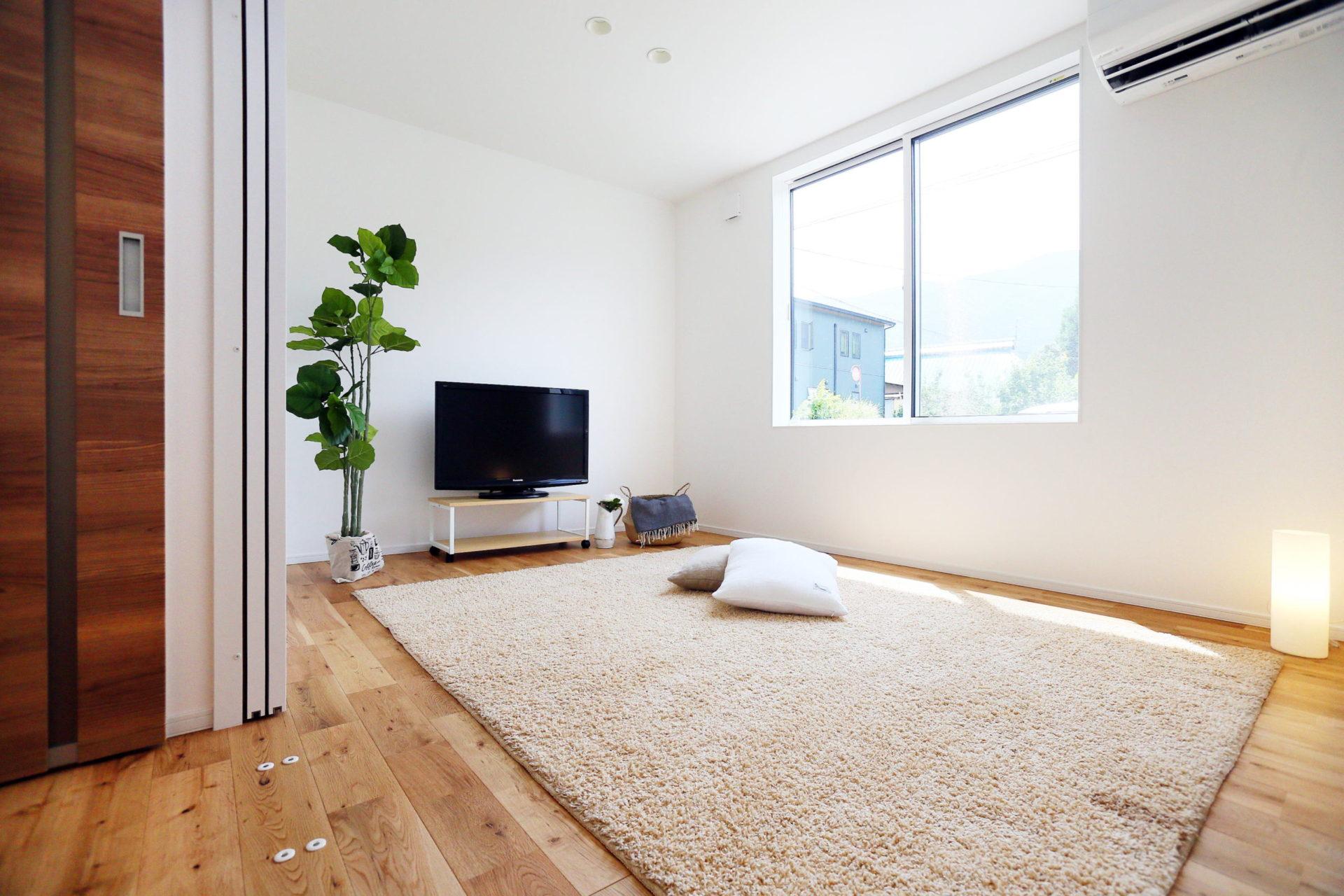 豊かな自然に映える 白い外壁の須坂市の家5