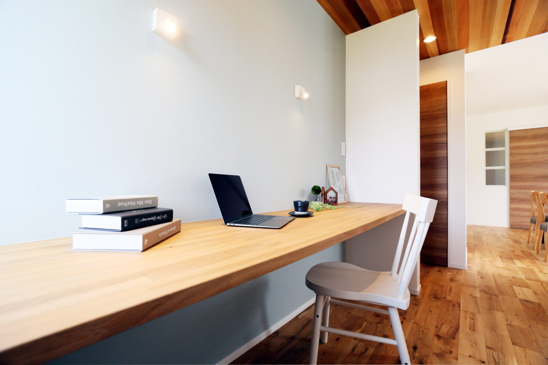 豊かな自然に映える 白い外壁の須坂市の家7