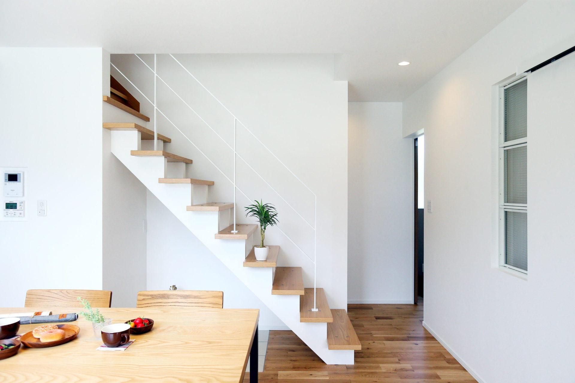 豊かな自然に映える 白い外壁の須坂市の家9