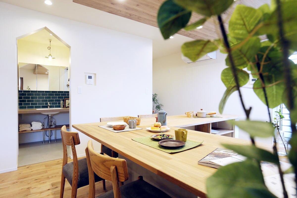 コの字型キッチンが家族の暮らしを彩る千曲市の家3