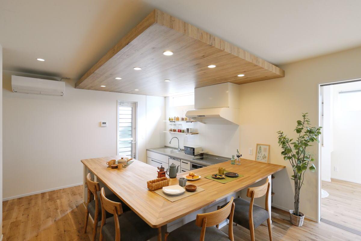 コの字型キッチンが家族の暮らしを彩る千曲市の家4