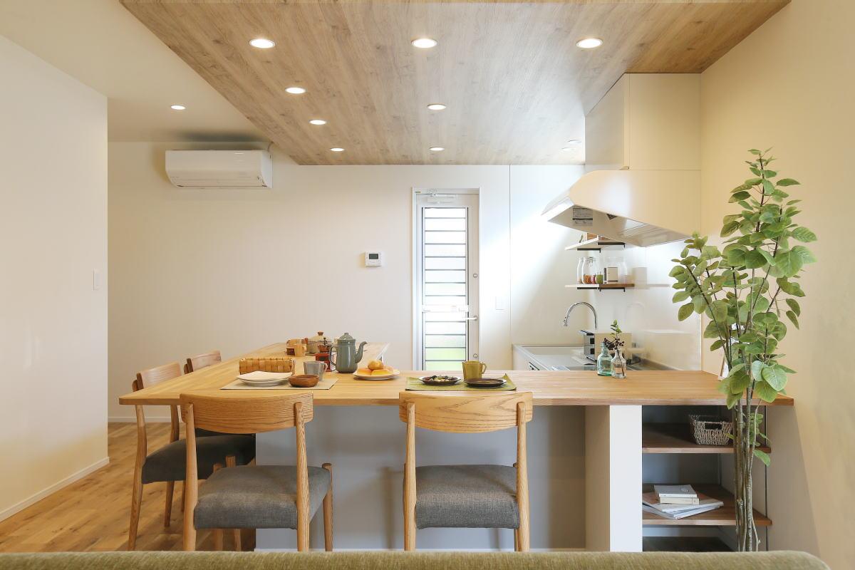コの字型キッチンが家族の暮らしを彩る千曲市の家1