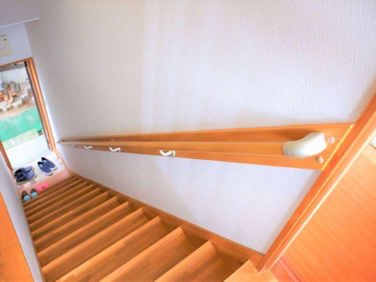 Shiawaseya-リフォーム施工事例  階段手摺りの取付け